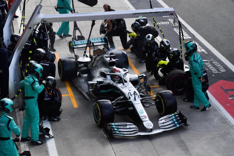 Hamilton: Hard gume mi ne bi pomogle da pobijedim Leclerca