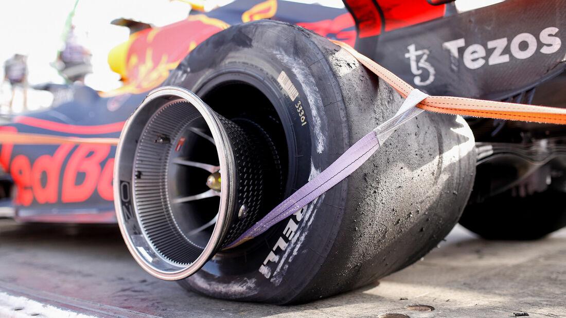 """Pirelli: """"Uslovi rada gume"""" razlog pucanja guma u Bakuu"""